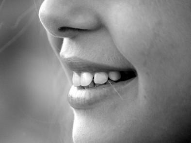 Евтин и много ефективен метод за избелване на зъбите в домашни условия