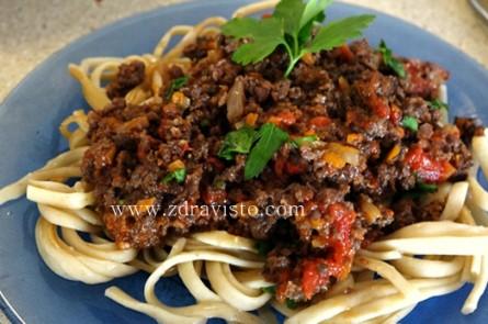 """Пълнозърнести спагети  със сос """"Болонезе"""""""