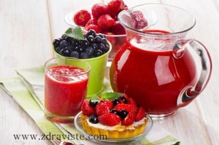 Плодово смути с ягоди и боровинки