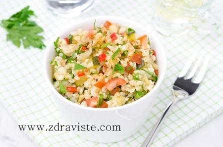 Топла зеленчукова салата с булгур