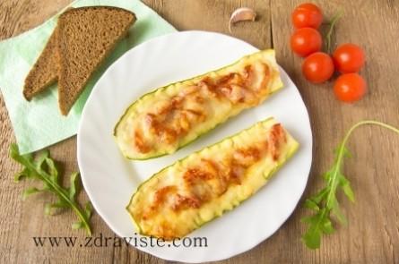 Тиквички, пълнени със сирене и шунка
