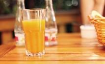 Натурални сокове, които ще ни помогнат да се справим със запека