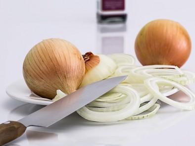 Лечебни, домашни рецепти с лук при различни болежки