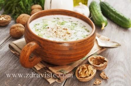 Cold yoghurt soup (tarator)