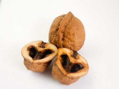 Не изхвърляйте черупките на орехите, те също са полезни за здравето ни.