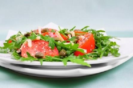 Италианска салата с рукола и сардини