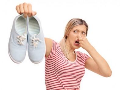 Как да премахнем миризмата по краката